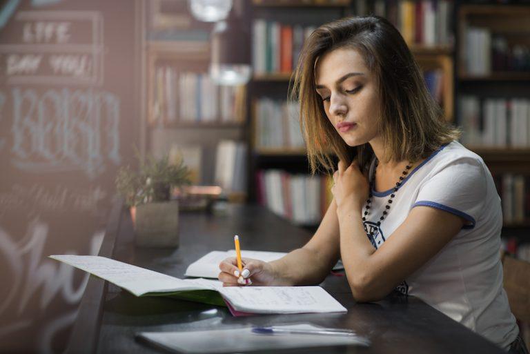 Como se concentrar enquanto estuda um idioma