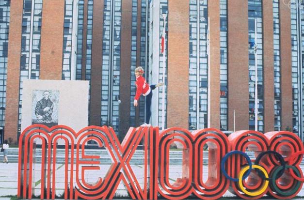 """Pratique espanhol enquanto lê sobre o """"Black Power"""" e as olimpíadas de 68 no México"""