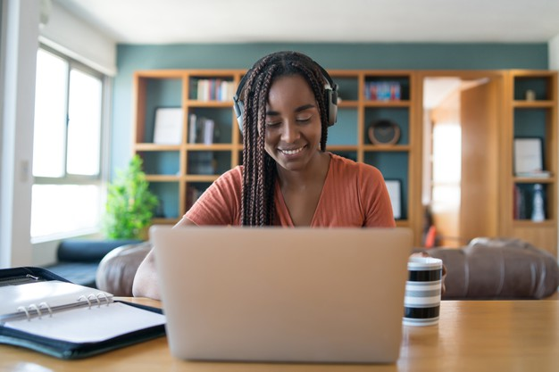 Pratique espanhol e aprenda como evitar o Burnout no home office